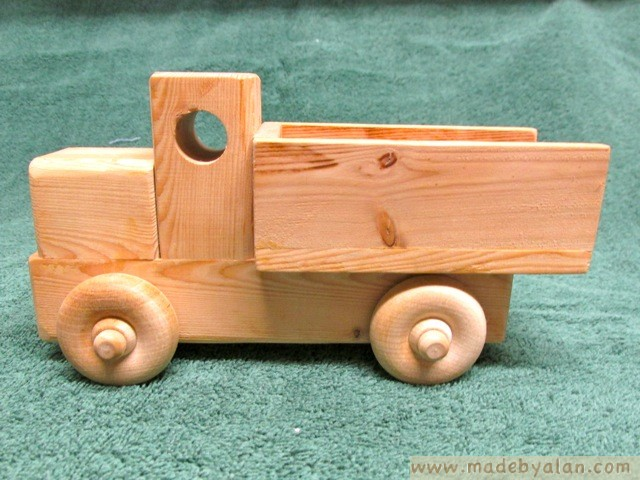 build a wooden toy truck | Easy Woodworking Ideas