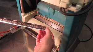 Makita 2012NB Blade Change using magnet